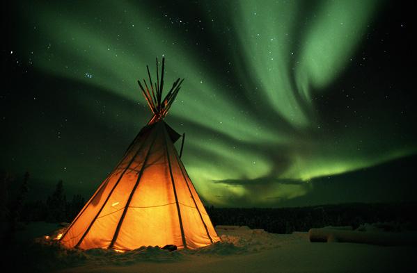 Trag severne svetlosti Aurora-Borealis-NWT-canada-55873_599_393