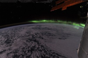 Trag severne svetlosti Southern_Lights_from_ISS-300x199